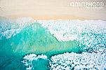 Luftaufnahme Wellen und Strand